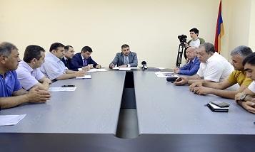 Замглавы Минтранса Армении обсудил с грузоперевозчиками проблемы сферы