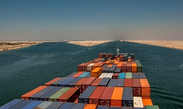 Suez Canal offers discounts to container ships
