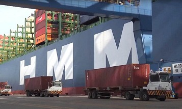 World's largest containership HMM Gdansk calls in China