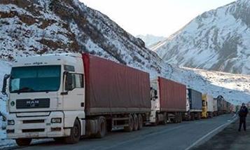 11 водителей грузовиков остались в нейтральной зоне между Грузией и РФ: Советы КГД Армении